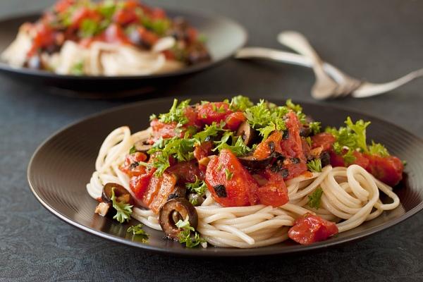Paradicsomos, olívás spagetti