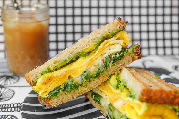 Spenótos omlettszendvics