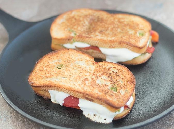 Tartalmas mozzarellás szendvics