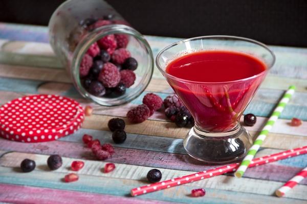 Piros gyümölcsös, spenótos turmix