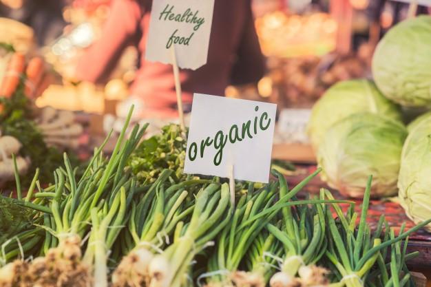 Nyári idénynaptár a legfrissebb gyümölcsökből, zöldségekből