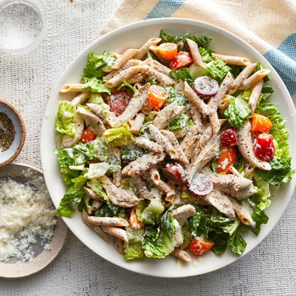Tésztás cézár saláta csirkével