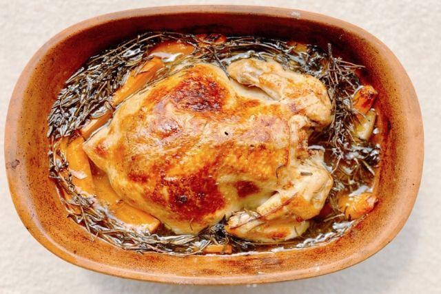 Rozmaringos egészben sült csirke